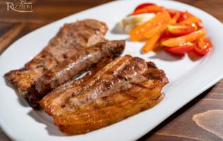 Grigliata di Re Bianco (coppone, pancia, salsiccia) con pinzimonio di stagione